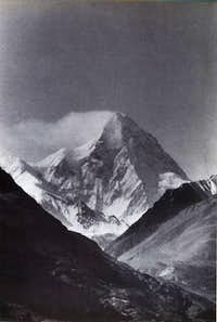 A majestic view of K2 in a...