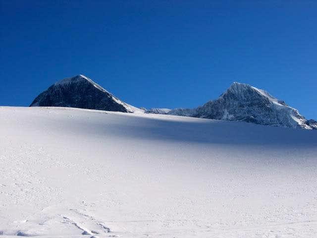 Eiger (3 970m), Monch (4 107m)