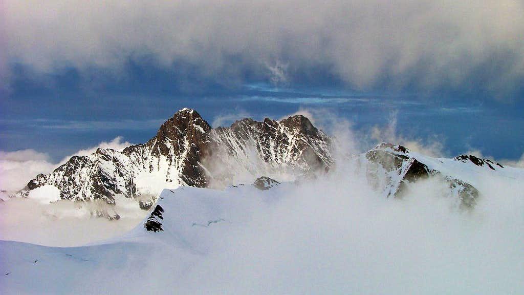 Schreckhorn (4078m) & Lauteraarhorn (4042m)