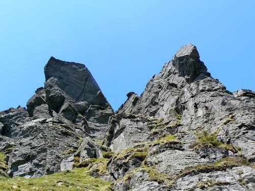 Beneath the overhangs of the North Peak