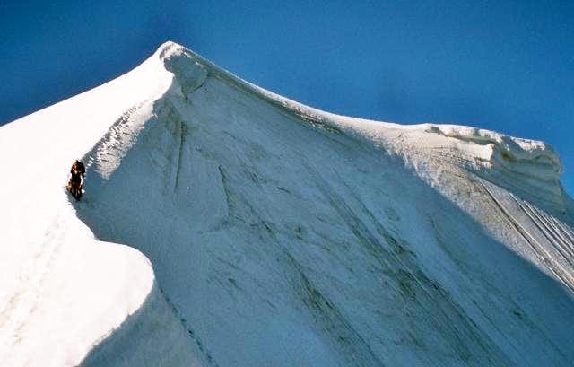 Snow ridge on the Midi-Plan...