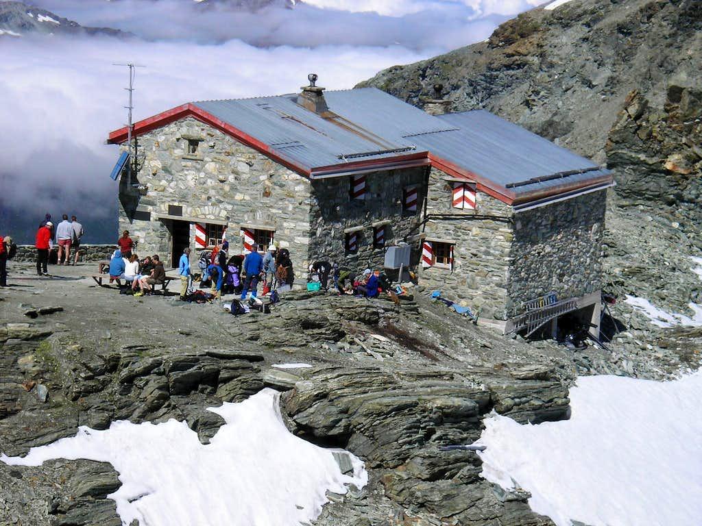 Tracuit Hut 3256m