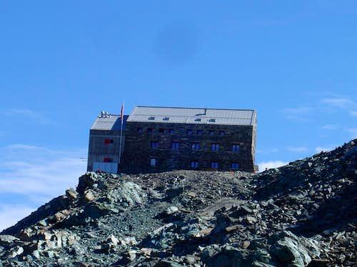 Britannia Hut 3030m
