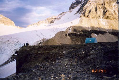 Assiniboine-Hind hut.
