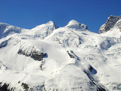 Castor 4223m (left) and Pollux 4092m (right)