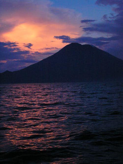 Lago Atitlan - Volcan Toliman (3158 m)