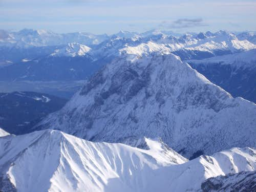 View from Zugsptize summit to the SE