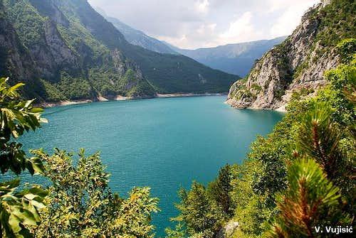 Pivsko Jezero lake