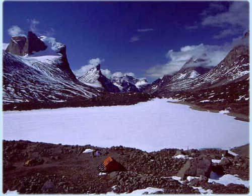 A look down Akshayuk Pass...