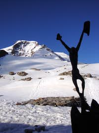 Statue at Mantova Hut and Piramide Vincent (4215m)