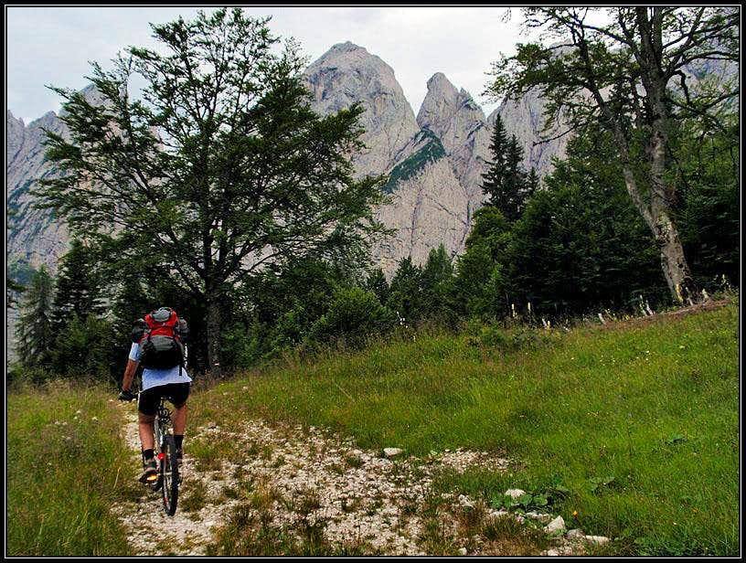 Biking down from Sella Prasnig/Prasnik