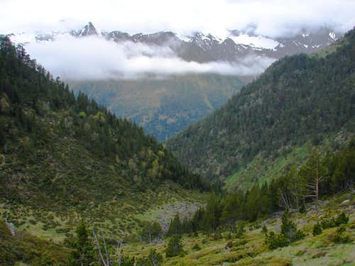 Péguère s Ravine and Massif of Aret