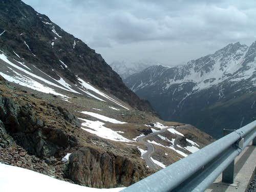 Road to Passo di Gavia (2612 m)