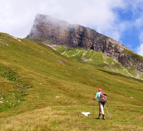 Hiking toward Pizzo Uccello.