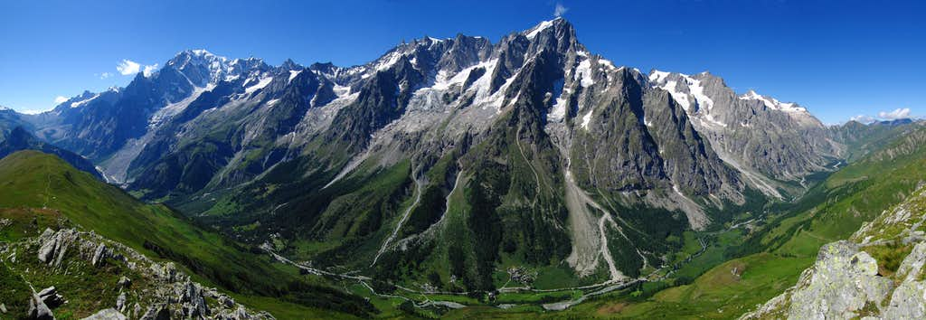 Mont Blanc Group, italian side full view