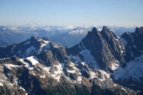 Southern Pickets and Glacier Peak from Luna
