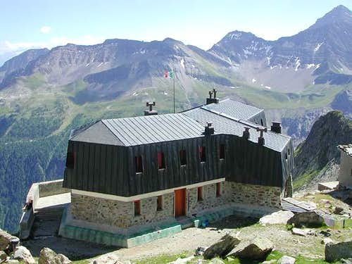 The Monzino hut