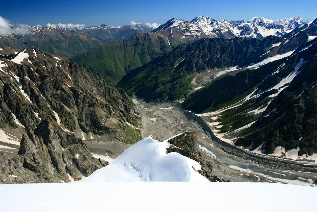 View North along the Shkhelda Glacier from the summit of Pik Profsoyuzov