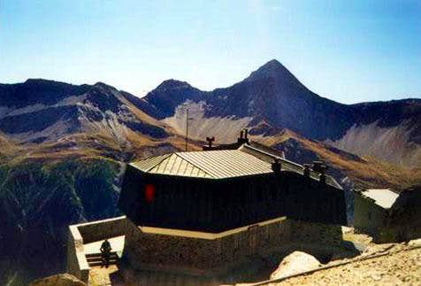 The Monzino hut at early...