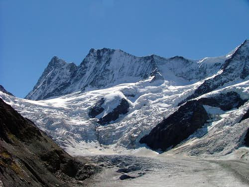 Finsteraarhorn (left) + Agassizhorn (right)