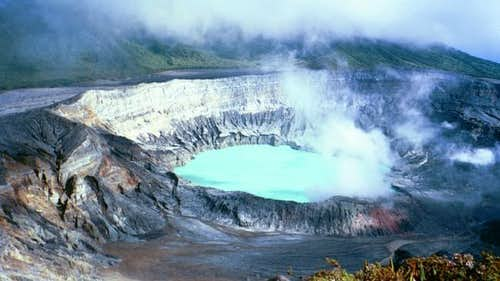 The steaming Volcan Poaz...