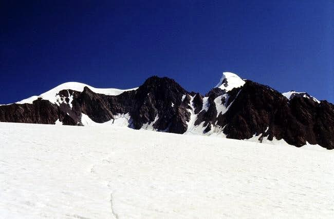 View of Petersenspitze (left)...
