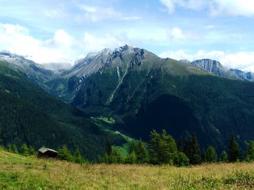 Dösner Spitze (2899m), east range from Maresenspitze