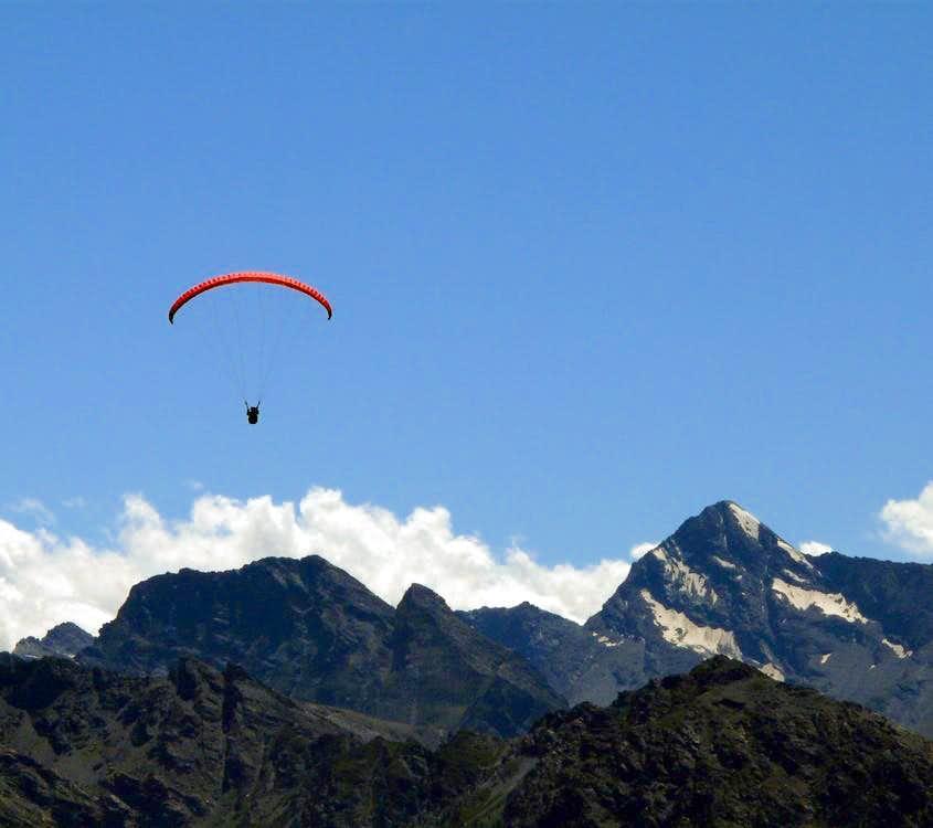 Paraglider in Aosta Valley