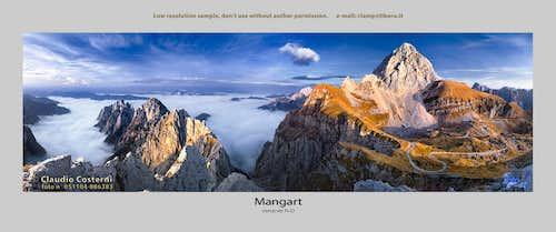 Mangart, mare di nubi