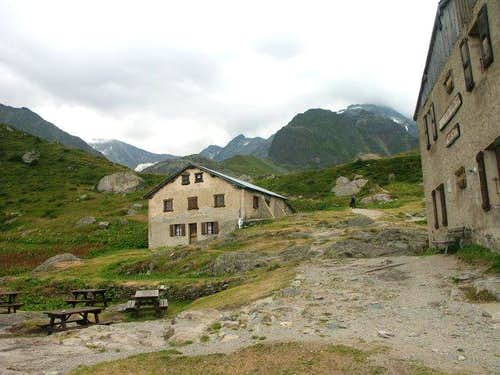 Tré la Tête Hut (july 2003)