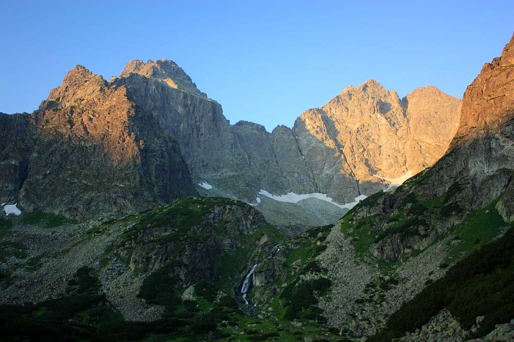 Tazka valley at dawn