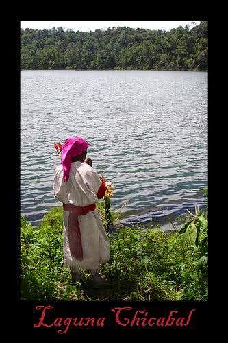 Sacerdote Maya praying on the shores of Chicabal