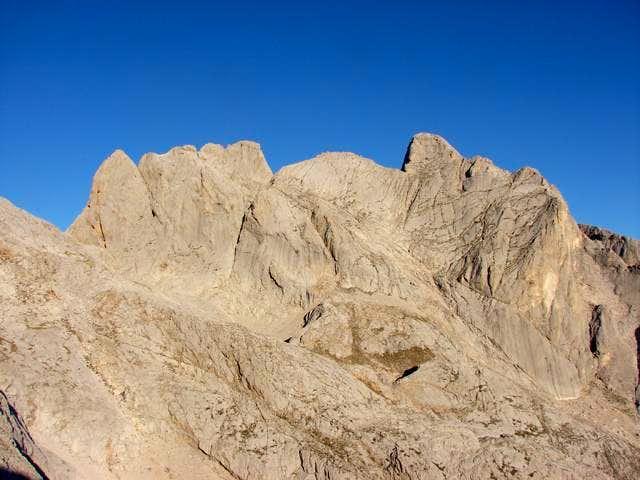 Neverón de Albo (2445m)