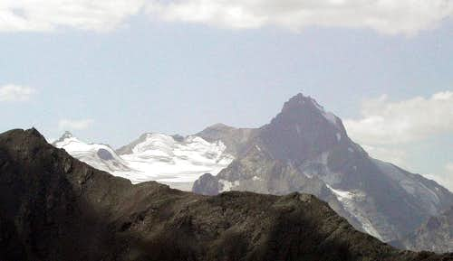 Punta della Valletta <i>3090m</i> and  Mont Belleface <i>2970m</i> in front of La Grivola <i>3969m</i> subgroup