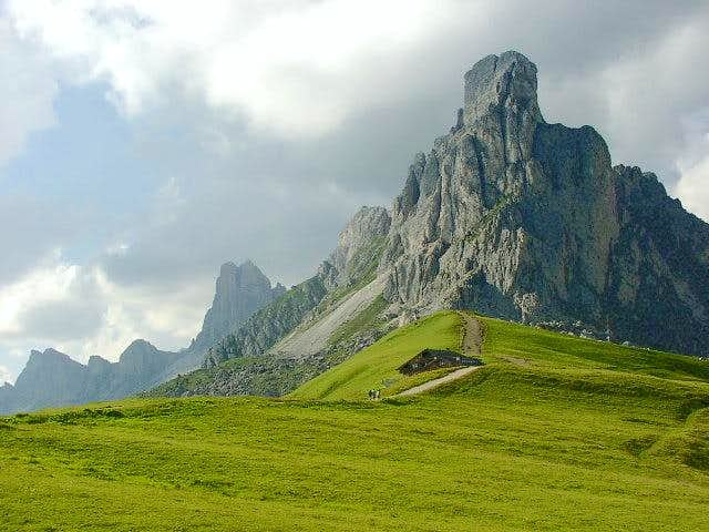 Nuvolau seen from Passo di...