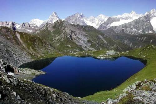 Dream vision: lac de Fenêtre <br>and Mont Blanc chain in the background