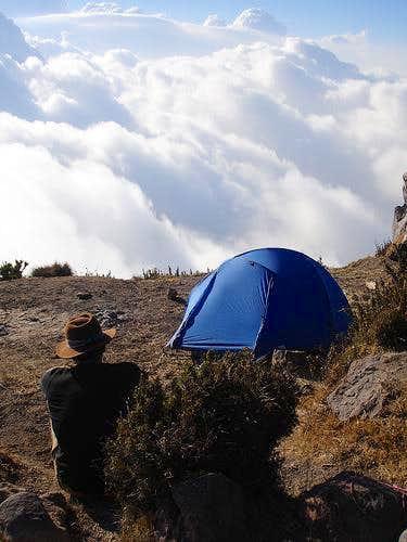 Bo Camping atop Santa María