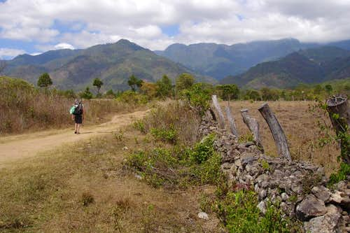 Walking towards Cerro Celaque