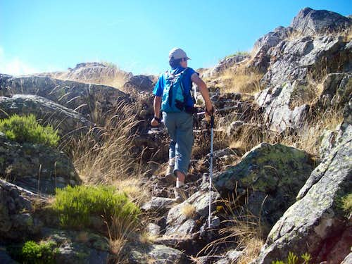 Rocky step to the  Circo de Gredos