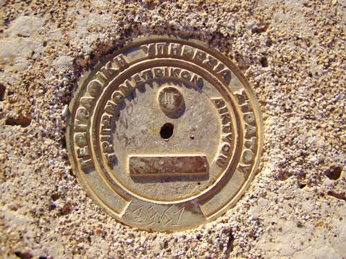 Marmari bench marker