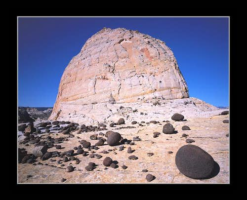 Black Basalt Ball & Navaho Sandstone Dome