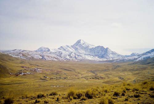 Huayna Potosi view on the way to Milluni