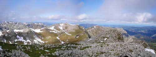 Panorama from the summit of Irumugarrieta