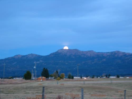 Moonrise over Jughandle Mountain