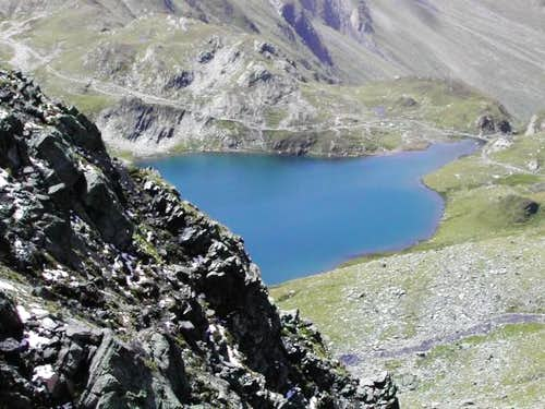 The lowest Lac de Fenêtre <i>2457m</i><br> from the pathway to Col du Bastillon <i>2757m</i>