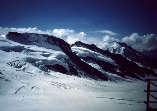 Eiger - Glacier on top of Jungfrau