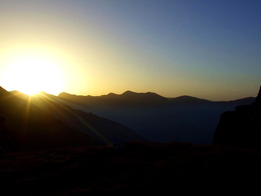 Sunrise over Refugiu Caltun
