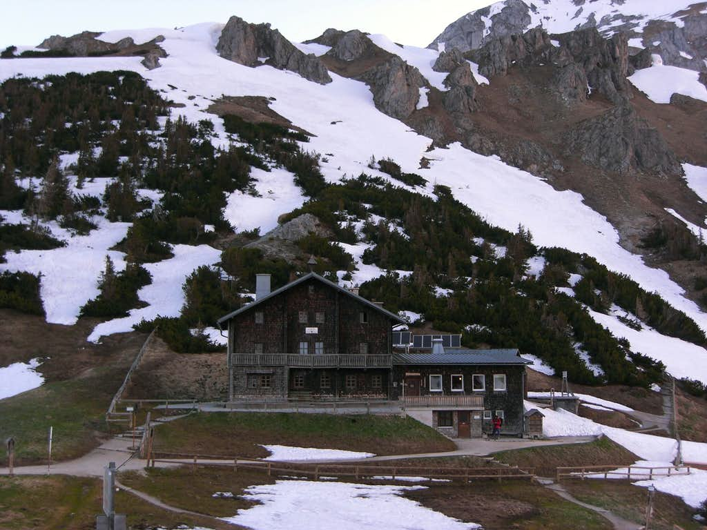 Große Reibn: The Stahlhaus, startingpoint for a two days hike