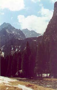 Peaks surrounding Polana Pod...