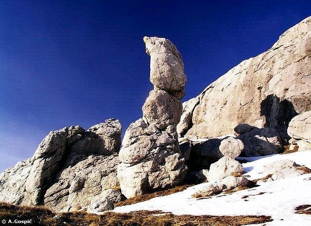 Finger in boulder park